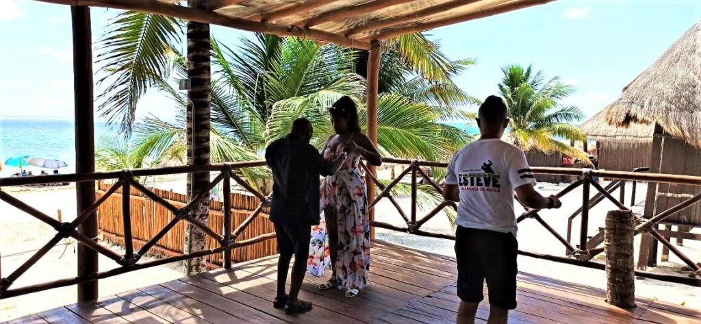 Romantic salsa dancing Cancun