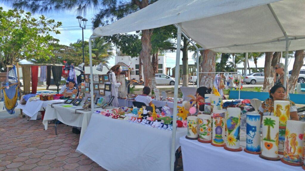 Artisan market Puerto Morelos