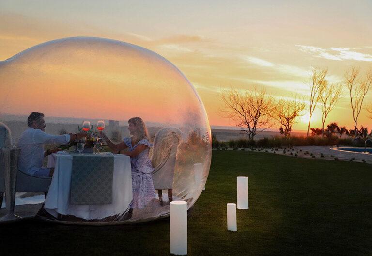 Cena en una burbuja